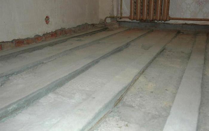 Монтирование бетонного основания под пол