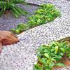 Дорожка на даче из  речной гальки и бетона